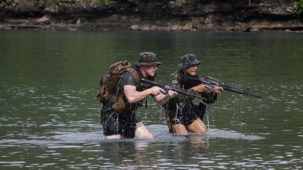 10月6日,美菲两军举行两栖登陆联合军演