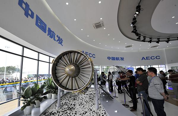 """珠海航展上的""""太行""""改进型大推力军用涡扇发动机。视觉中国 资料"""