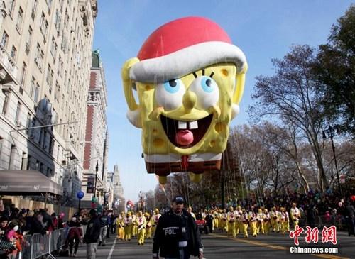 资料图:纽约举行梅西百货感恩节大游行。中新社记者 阮煜琳 摄