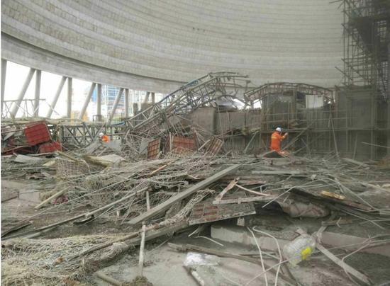 江西在建电厂坍塌致22人死亡 现场一片狼藉