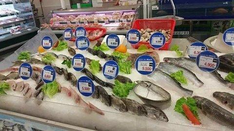 总之,看来看去,猜来猜去,谁也没弄明白,为何超市的活鱼就这么悄无声息地从北京市场上集体消失了。这游来游去游泳的鱼啊,到底为何下架,可真是愁煞人了。