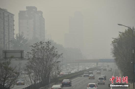 资料图 雾霾袭京城 中新网记者 金硕 摄