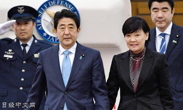 出访美国和南美后回国的日本首相安倍与昭惠夫人