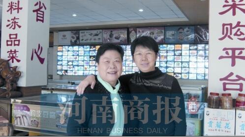 图左为杨正芳,图右为杨正芳的二弟媳