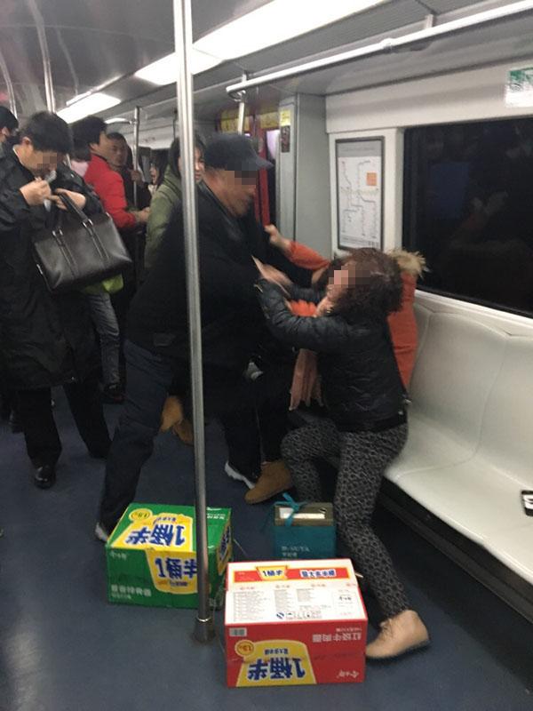 事发现场图片。 @地铁队长陈乾开 图