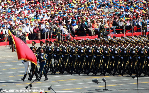 2015年9月3日,今年是中国人民抗日战争暨世界反法西斯战争胜利70周年。9月3日,中国在北京隆重举行纪念抗战胜利70周年阅兵。图为分列式,三军仪仗队飒爽英姿。