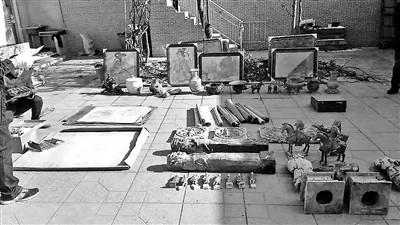 警方展示缴获的文物 供图/平遥县公安局