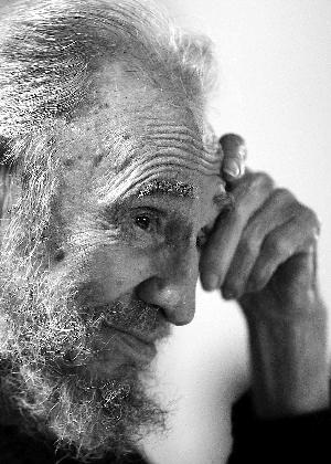卡斯特罗去世享年90岁 曾向毛泽东送手枪