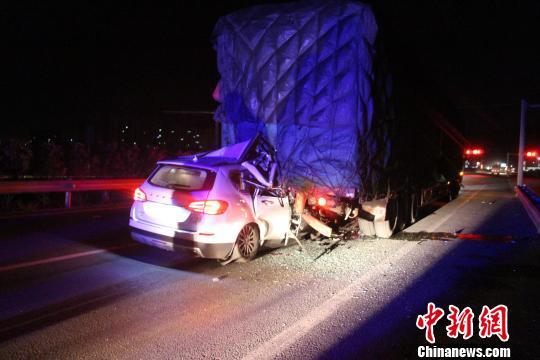 云南大理发生一起重型货车失控交通事故致5人死亡