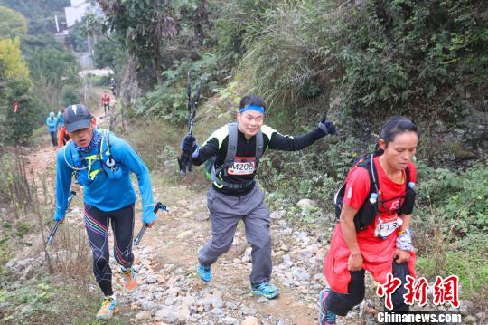 三峡超级越野赛湖北宜昌开跑 跑完全程需要两天