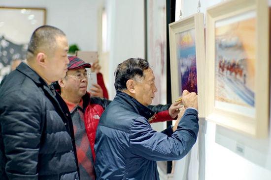 青岛聚源斋董事长胡德绪与杨元惺、华奎在一起