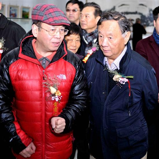 著名摄影家杨元惺与书画印瓷艺大家华奎先生出席画展开幕式
