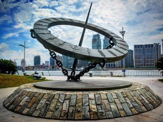 """上海一雕塑""""山寨""""伦敦地标 原作者震惊:太无耻了"""