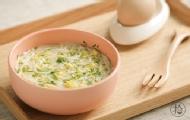 营养辅食:蔬菜蛋黄细面