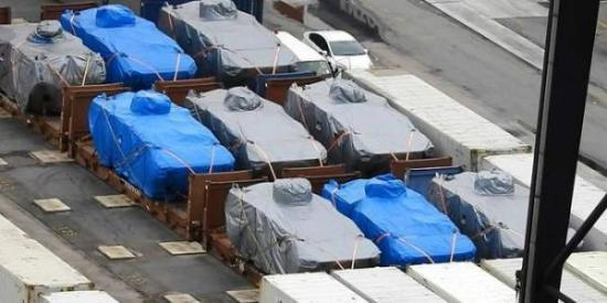 9辆新加坡装甲车在香港码头被扣的事件仍在舆论中发酵,这9辆装甲车何时能允许新加坡方面重新装船拉走尚不得而知,新加坡媒体上出现大量猜测,有些评论相当可笑。