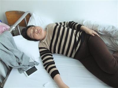 2014年5月,孙素林在湖北的一家医院里,鼻子里塞着湿棉花才能勉强入睡。