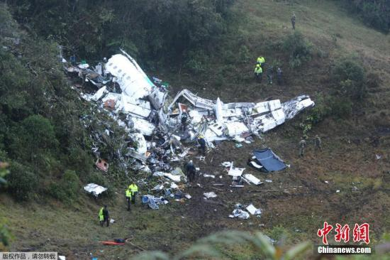 哥国坠机75人遇难两个黑匣子均找到 事故原因尚不明