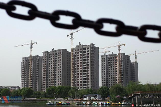 克日,微博上有传言称,近期南京、广州、济南等地域将停息发放小我住房存款。扬子晚报记者证明后发觉,此音讯其实不精确。银行人士示意,今朝存款还在失常、有序发放,但年末收紧归于正常表象,不用惊恐。一起,融360公布的陈述显现,11月份天下首套房均匀房贷利率初次回涨,为4.45%,当时天下八成的银行配资公司 首套房存款有优惠。