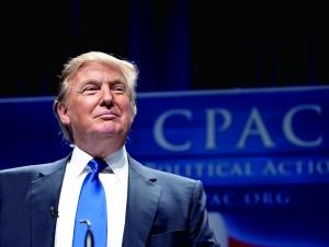 美国当选总统唐纳德・特朗普11月30日正式提名前高盛集团合伙人史蒂文・努钦担任财政部长,提名亿万富翁威尔伯・罗斯担任商务部长。媒体报道称,他还有意提名高盛集团现首席运营官加里・科恩担任白宫预算局局长。