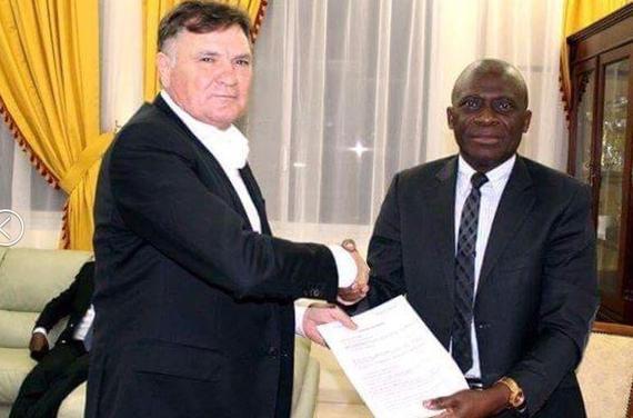 卡马乔加蓬就职年薪仅80万欧 恐仍未断中国情结