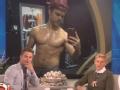 《艾伦秀第14季片花》第六十期 戴瑞克被曝半裸照害羞秀肌肉 曝有约会对象