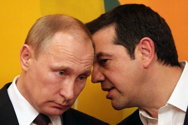 5月27日,俄罗斯总统普京(左)与希腊总理齐普拉斯在雅典会见时交谈。(新华社发)