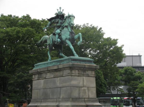 东京都皇居广场前的楠木正成铜像