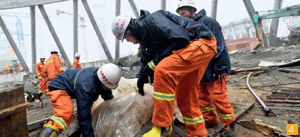 """共有四支安全生产专业救援队参与江西丰城发电厂""""11·24""""事故救援。CFP"""