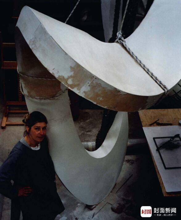 1991年,英国雕塑家温迪・泰勒。拍照/邓伟,图像来自《邓伟眼中的全球名人》
