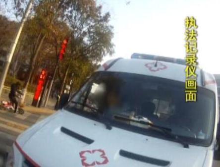 ��第2次瞥��@�v救助��J�t��r,民警立刻告�V下��路口�r���查。