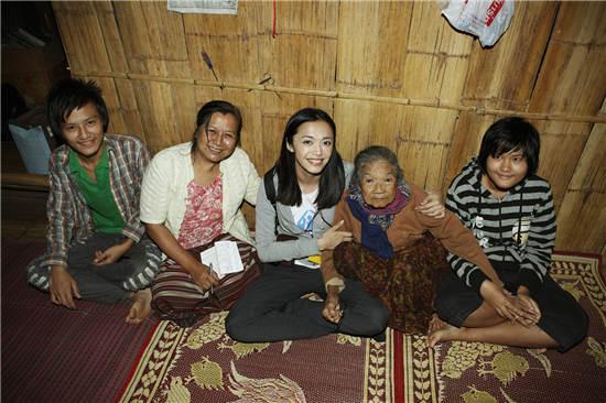 姚晨探访泰国梅拉难民营