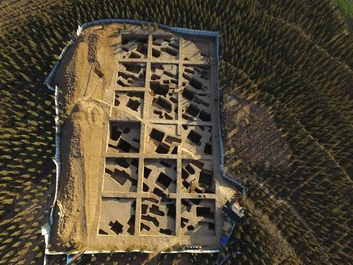 资料图:2016年祭祀坑发掘区鸟瞰。