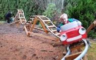 美退休工程师为孙儿造过山车