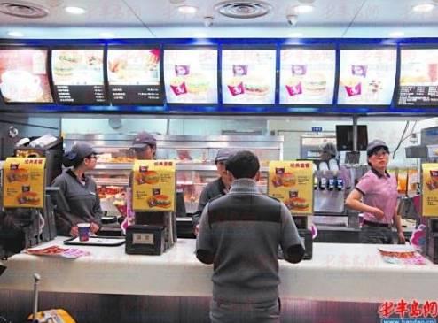 一碗面七八十元 国内机场餐饮为何这么贵?