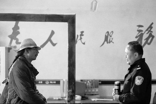 一开始,塔洛能用汉语流利背出《为人民服务》
