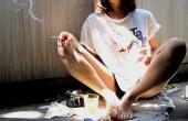 一个女人一根烟 送你上天