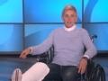 《艾伦秀第14季片花》第五十五期 艾伦假装腿受伤坐轮椅飙演技 送豪华大礼引尖叫