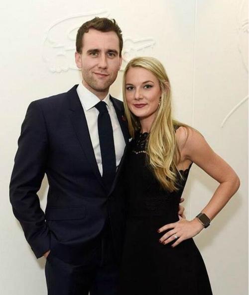 马修与交往4个多月的女友安洁拉·琼斯