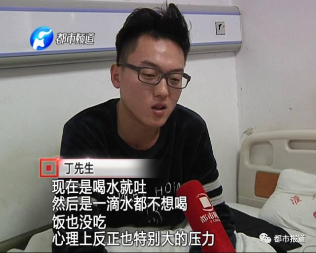 丁老师说,12月10日午时,他在开封市大润发超市左近经过美团外卖,定了一份黄焖鸡米饭,吃着吃着,他忽然感觉有点不对劲。