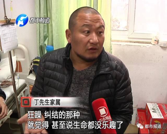 12月11日,当记者达到丁老师定外卖的那家店时,店门曾经上锁。
