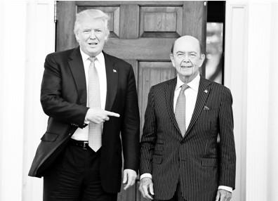 商务部长――威尔伯・罗斯罗斯现年79岁,他曾在罗斯柴尔德公司的投资银行部门主管破产收购,2000年后创立自己的投资公司,收购经营不善的钢铁、煤炭和纺织企业。竞选期间,罗斯是特朗普核心经济顾问之一。