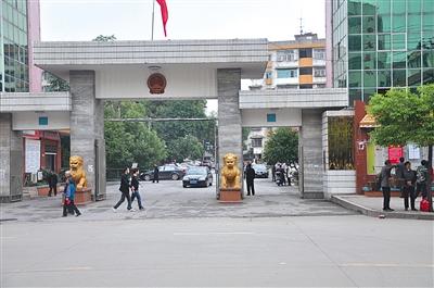 新宁县政府。2014年6月,时任常务副县长的孙洪波因涉嫌犯罪被逮捕。新京报记者 安钟汝 摄