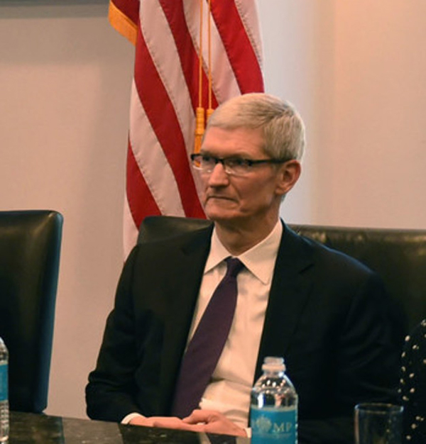 苹果CEO库克继续甩冷漠脸。