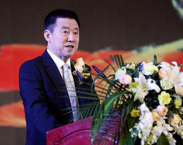 中国人像摄影学会主席闫太昌在开幕式上致辞