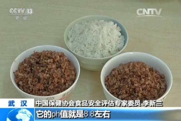 """李新兰说,经过权威部门检测,""""海稻86""""稻米与普通精白米相比,氨基酸含量高出4.71倍,具有很高的营养价值。而海水稻不需施肥、抗病虫、耐盐碱的独特生长特性,对资源节约的绿色农业生产大有裨益。"""