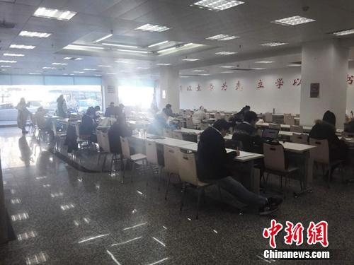 午不�r候,西城�^第一藏���亲粤�室�热杂泻芏嗳嗽诳��。上官云 �z
