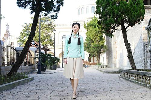 戚砚笛扮演小镇姑娘白宁宁