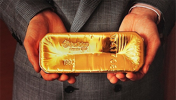 12月15日,美联储公布2016年度最后一次利率决议,决定调高联邦基准利率25个基点。此消息一出,国际金价遭到重挫,并创下11个月以来新低。目前,伦敦金现最新报价为1135美元/盎司,已经接近黄金生产成本。