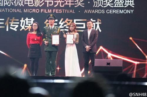 孔肖吟代表SNH48拿奖