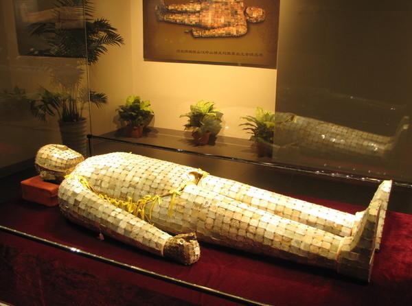 """河北发现2000年汉代古墓 旁边曾挖出""""金缕玉衣"""""""